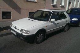 Otevření bílé Škoda Felicia