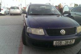 Otevření modrého Volkswagen Passat