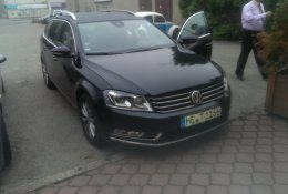 Otevření černého Volkswagen Passat Combi